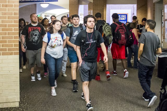 SE students crowd the hallway as they make their way to classes in ESEE's mathematics area on Aug. 28. SE students can enjoy Snag a Snack in the Main Commons through Sept. 1.