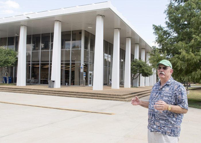 Former Tarrant County Junior College student Mark Smith reflects on South Campus life during the 1970s. He recalls a bomb threat that drew a crowd of students to the library.
