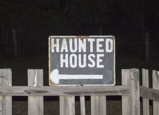 Reindeer Manor is home to four haunted houses: Dungeon of Doom, Shadow House, Reindeer Manor and 13th Street Morgue.