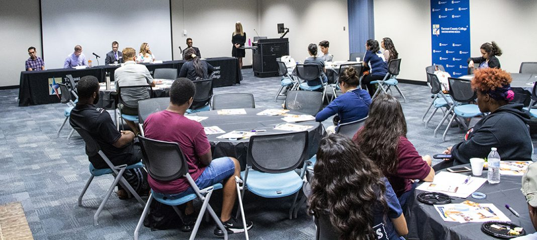 South students listen to a panel of health professionals talk about improving health to improve life Sept. 19 during Hispanic Heritage Month: Mejor Salud, Mejor Vida.