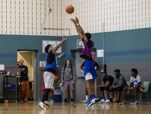 SE student and Buckets 2.0 member Brandon Dixon guards a TCC Underdogs player during the championship.