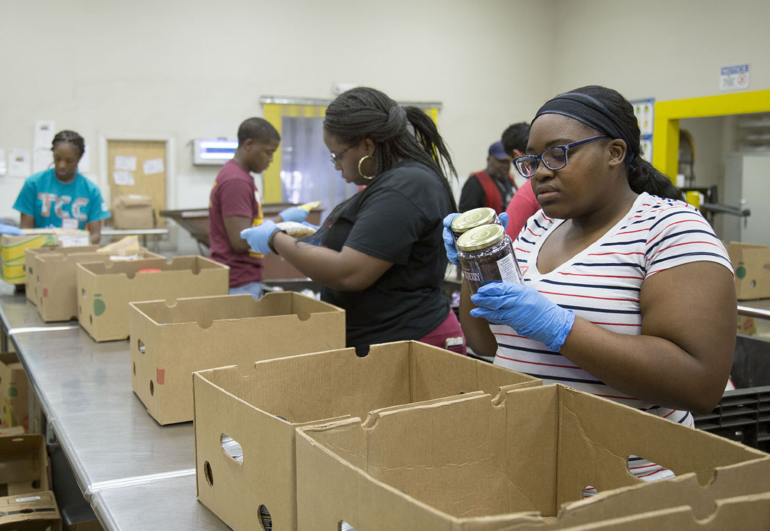 Trio Stars Students Aid Community At Food Bank The Collegian